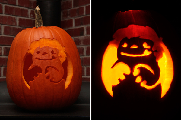 We decided to carve our pumpkin with the likeness of our favorite little monster: Gronk. If you're not familiar with Gronk, its a webcomic drawn by Katie Cook. The entire story is beyond cute. Gronk Comic.